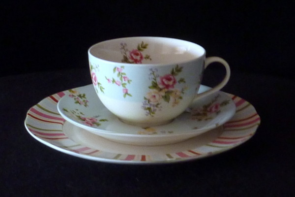 High Teas Set - Cup, Saucer & Cake Plate